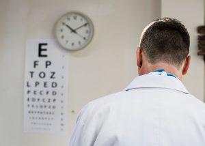 ¿Cuál es la diferencia entre miopía y astigmatismo?