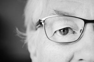 ¿Cómo se hace la cirugía de cataratas en los ojos?